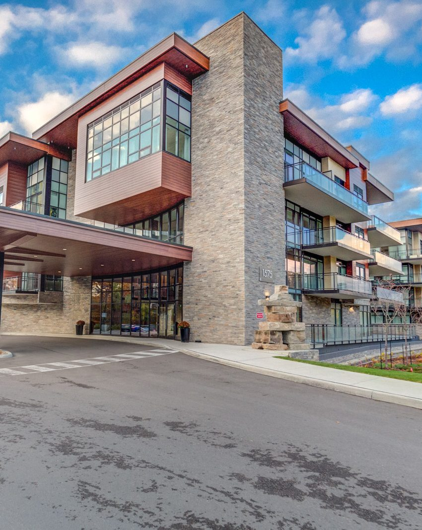 1575-lakeshore-rd-w-craftsman-condos-for-sale-exterior-2