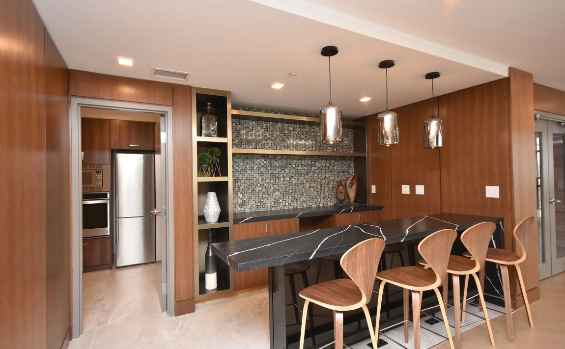 1575-lakeshore-rd-w-craftsman-condos-for-sale-party-room-bar