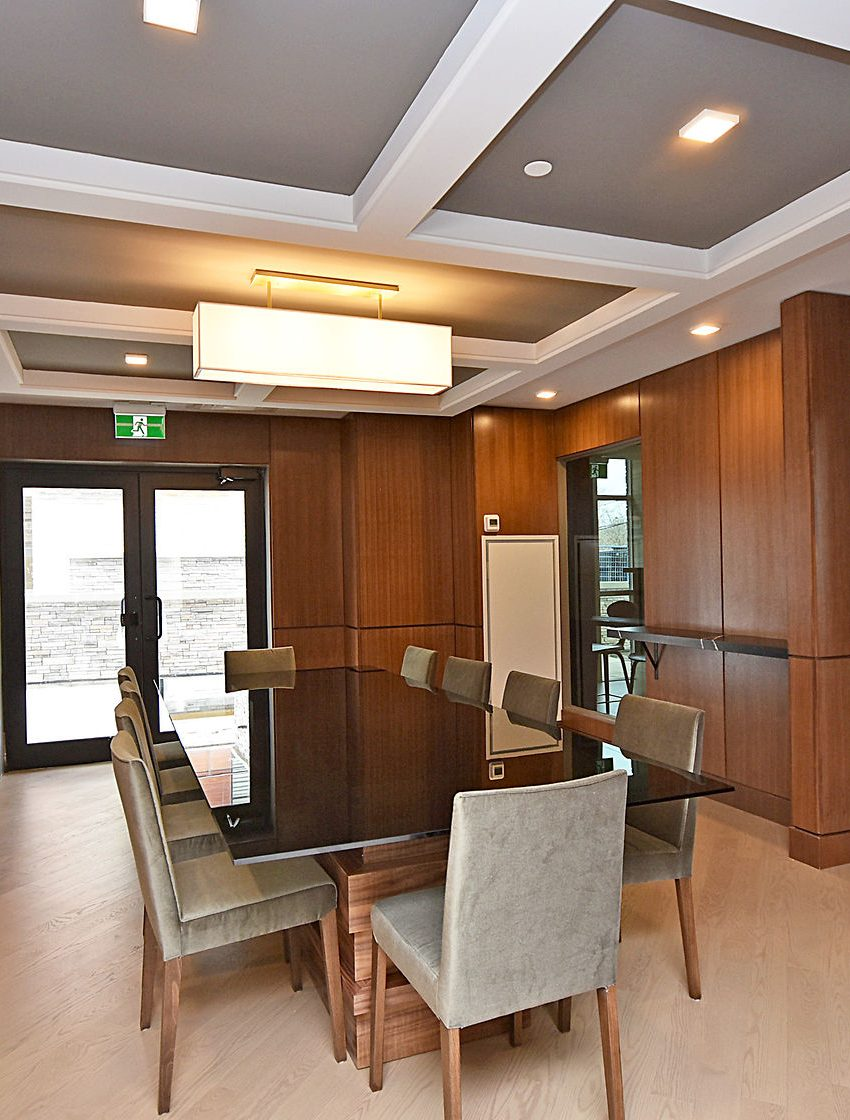 1575-lakeshore-rd-w-craftsman-condos-for-sale-party-room-dining