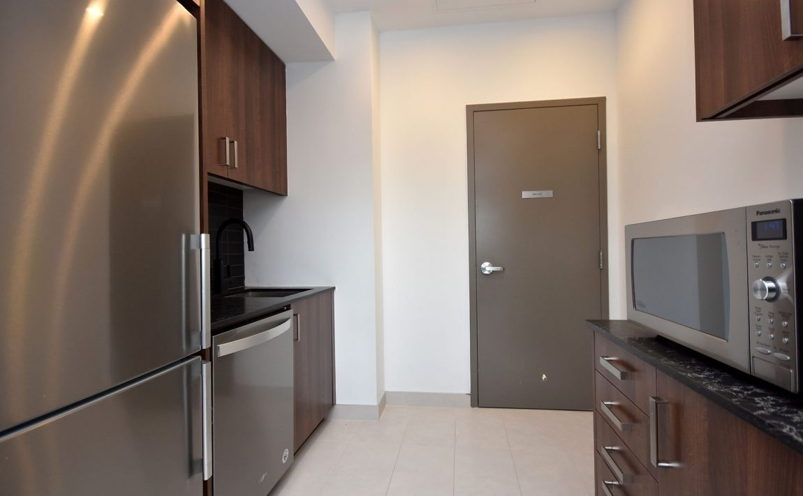 1575-lakeshore-rd-w-craftsman-condos-for-sale-party-room-kitchen-2