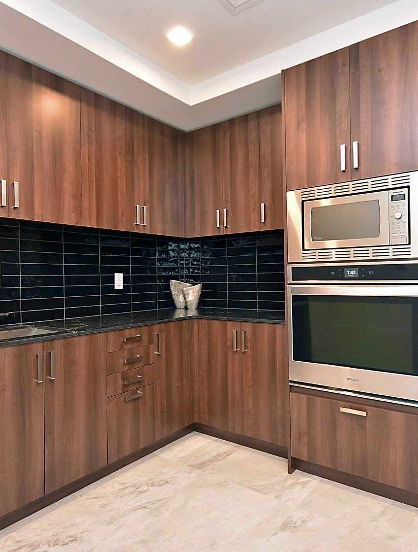 1575-lakeshore-rd-w-craftsman-condos-for-sale-party-room-kitchen