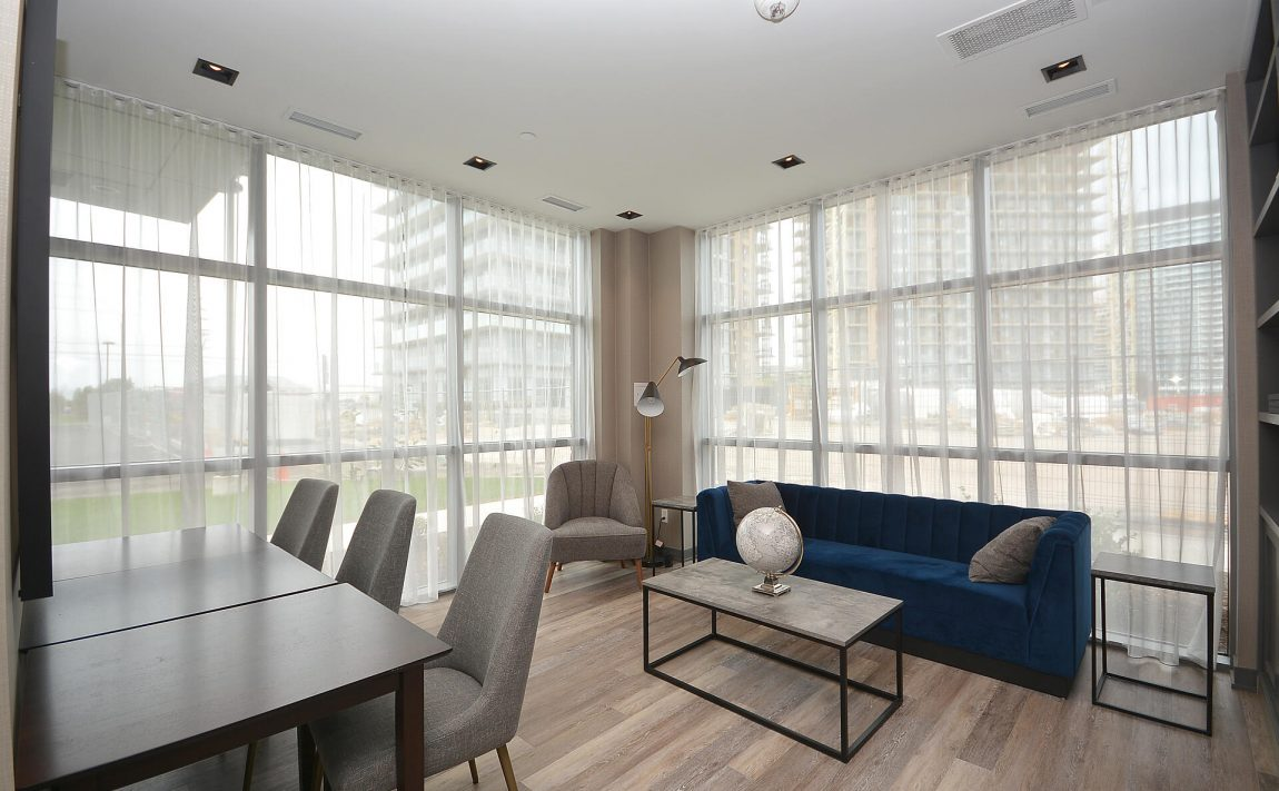 4655-glen-erin-dr-condos-downtown-erin-mills-amenities-lounge-3
