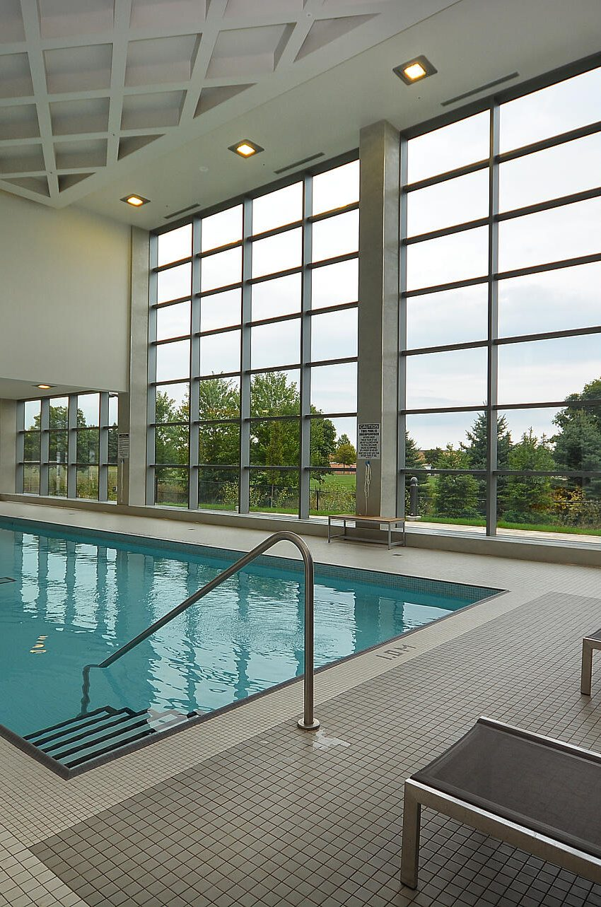 4655-glen-erin-dr-condos-downtown-erin-mills-amenities-pool