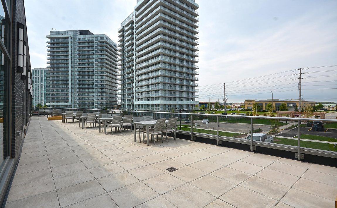 4655-glen-erin-dr-condos-downtown-erin-mills-amenities-terrace