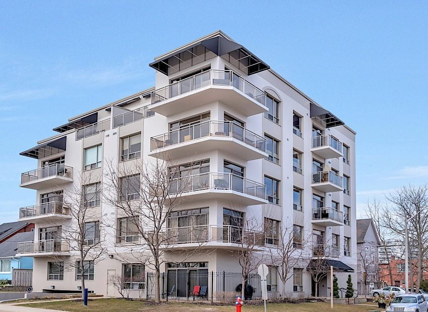 50-port-st-e-mississauga-port-credit-condos-for-sale-exterior