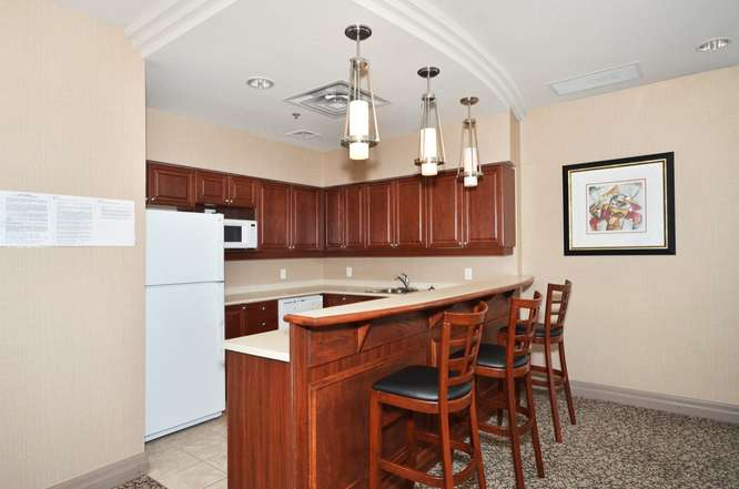 Papillon Place - 4879 Kimbermount Ave - Kitchen + Dining