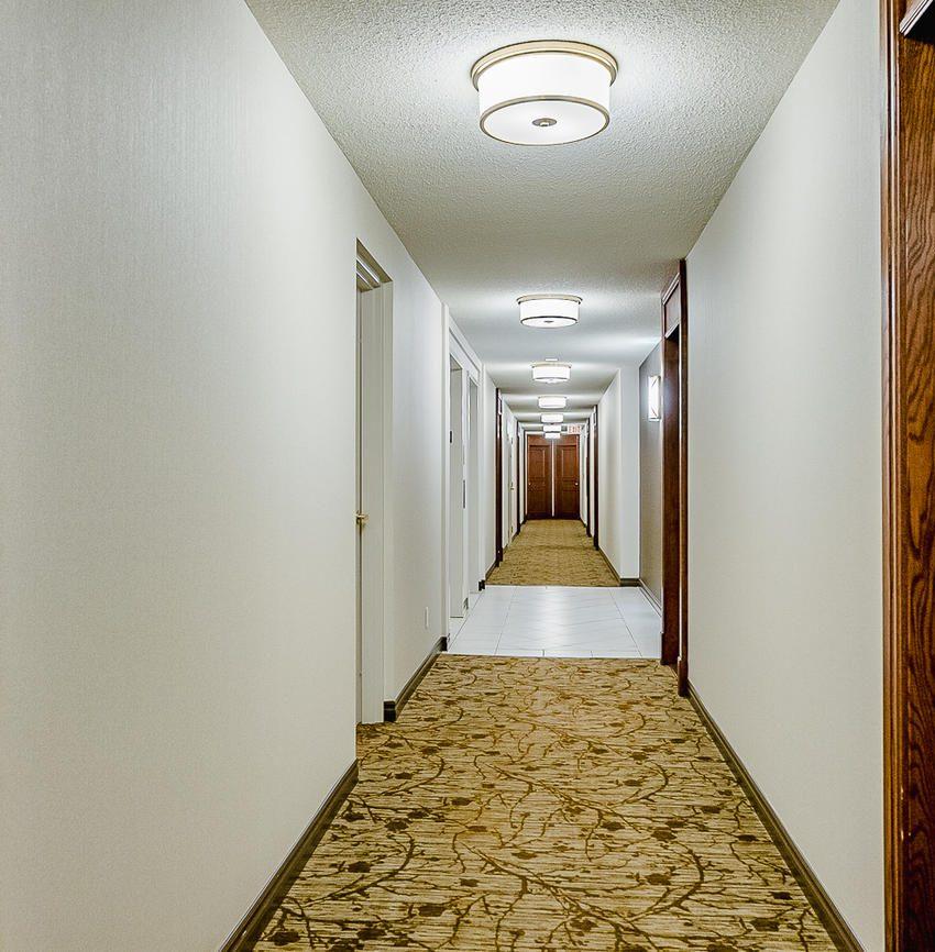 Parkway Place - 2545 Erin Centre Blvd - Hallway