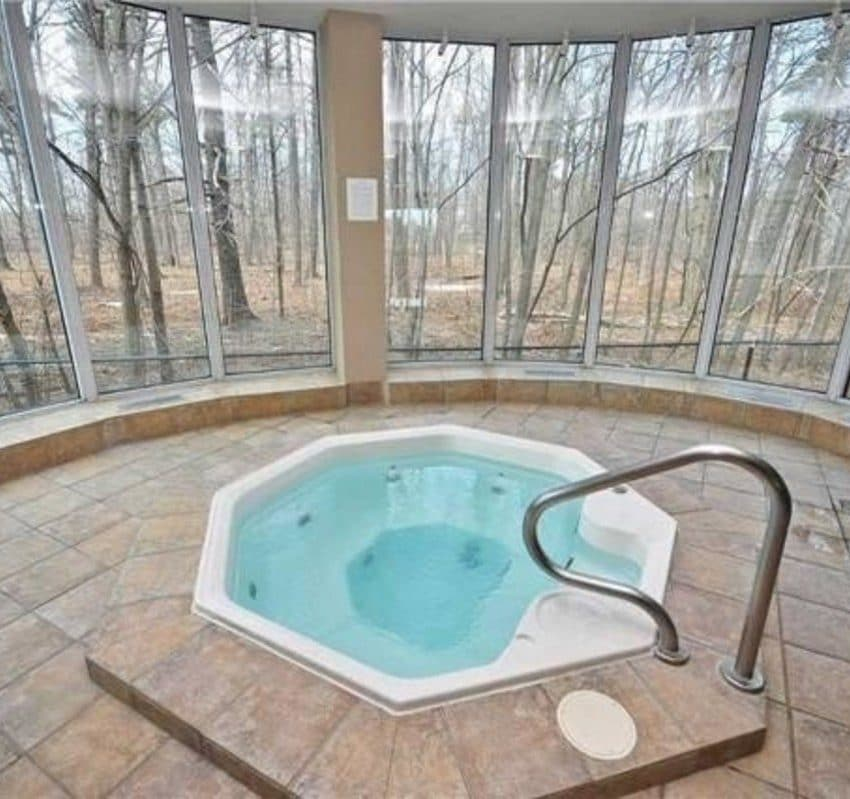 Parkway Place II - 2565 Erin Centre Blvd - Hot tub