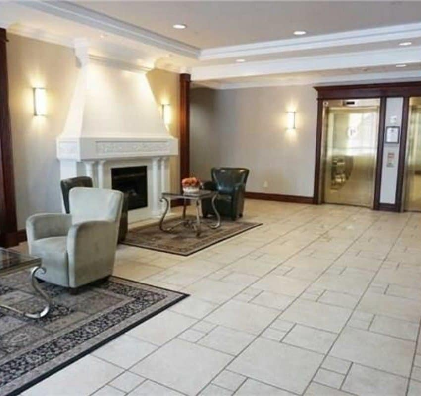 Parkway Place II - 2565 Erin Centre Blvd - Lobby