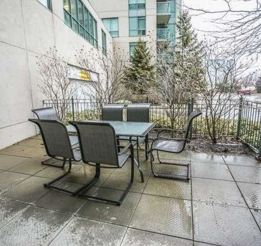 Parkway Place II - 2565 Erin Centre Blvd - Outdoor