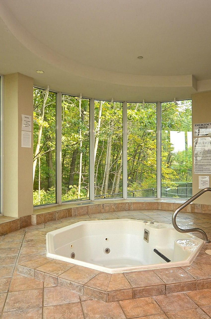 Parkway Place III - 2585 Erin Centre Blvd - Hot Tub