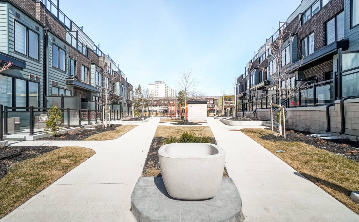 southdown-towns-bromsgrove-rd-clarkson-townhomes-for-sale-community