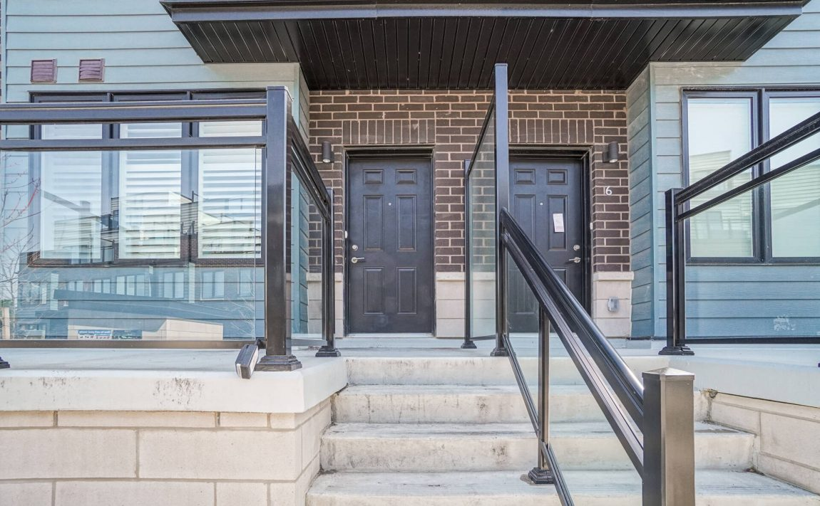 southdown-towns-bromsgrove-rd-clarkson-townhomes-front-porch
