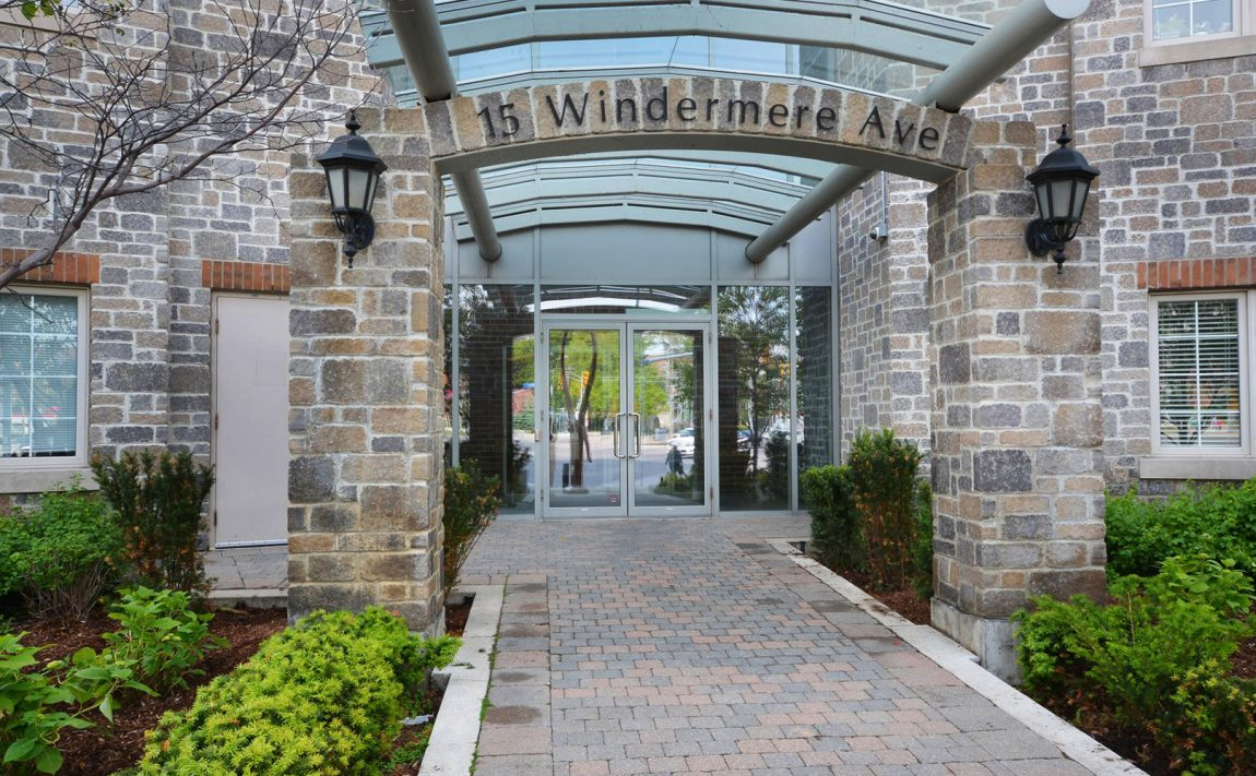windermere-by-the-lake-condo-15-windermere-ave-toronto-etobicoke-condos-mimico-condos-entrance