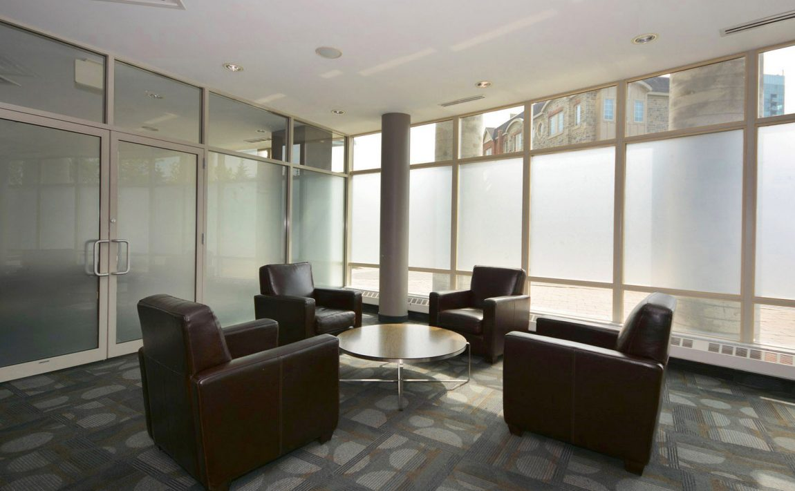 windermere-by-the-lake-condo-15-windermere-ave-toronto-etobicoke-condos-mimico-condos-entrance-foyer-reception-concierge-waitin (1)