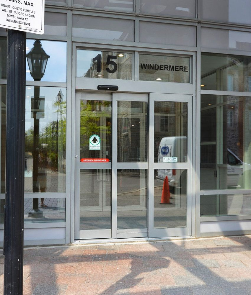 windermere-by-the-lake-condo-15-windermere-ave-toronto-etobicoke-condos-mimico-condos-entrance-front-door