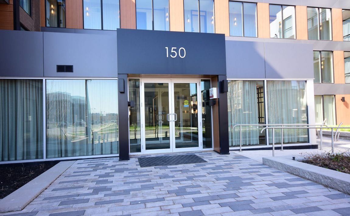 150-sabina-dr-oakville-condos-for-sale-trafalgar-landing-front-entrance