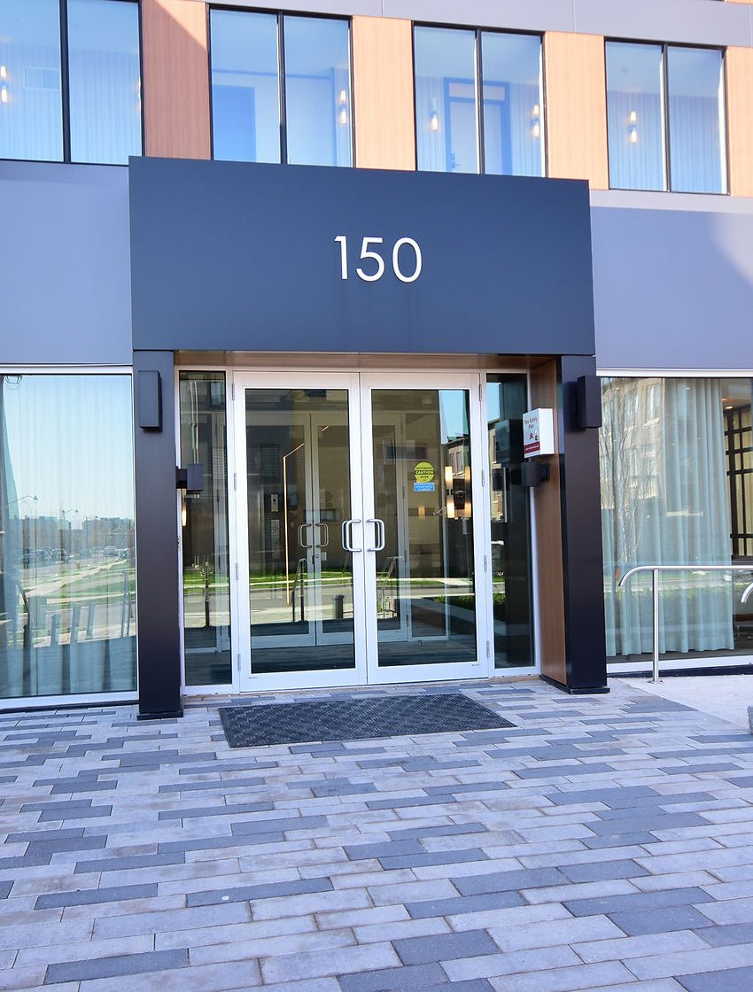 150-sabina-dr-oakville-condos-for-sale-trafalgar-landing-front-entrance