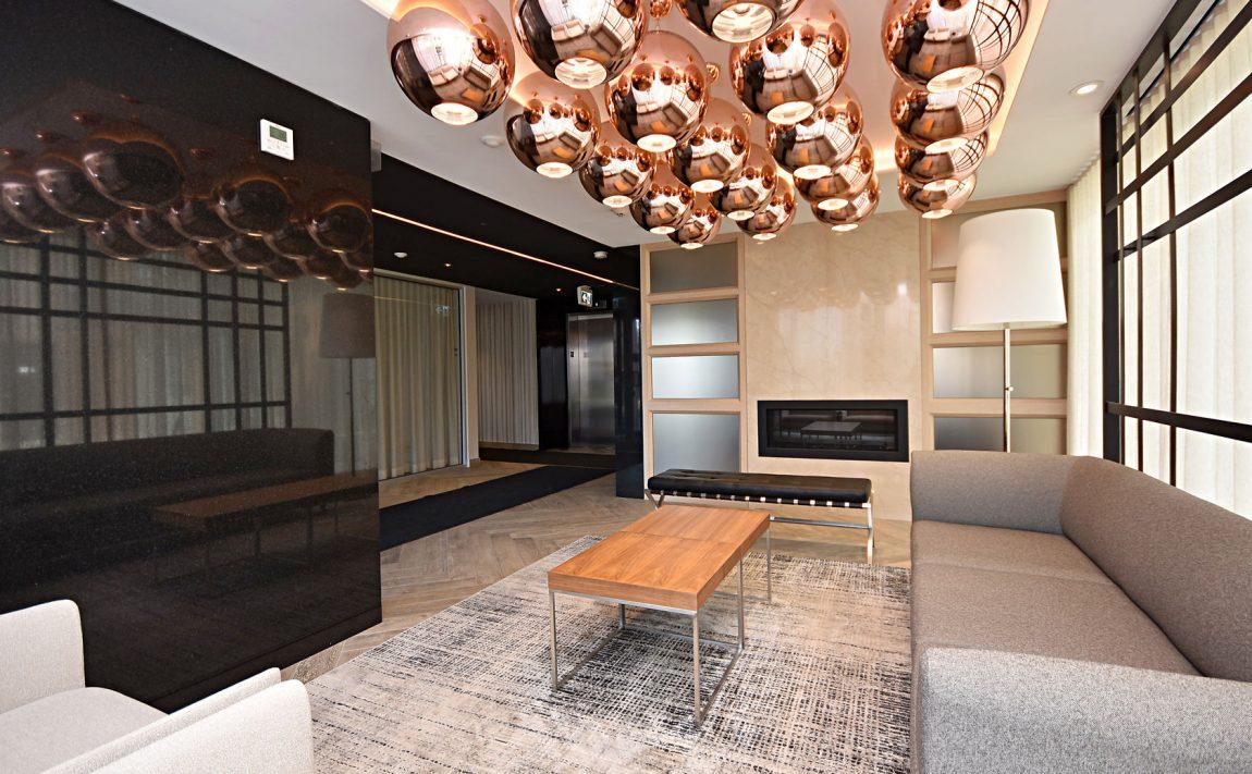 150-sabina-dr-oakville-condos-for-sale-trafalgar-landing-lobby