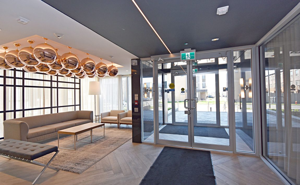 150-sabina-dr-oakville-condos-for-sale-trafalgar-landing-lobby-3