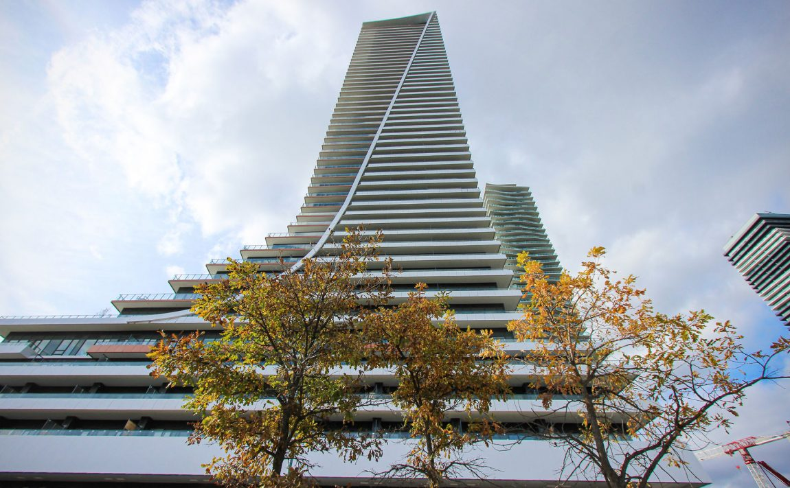 20-shore-breeze-dr-30-shore-breeze-dr-eau-du-soleil-condos-exterior