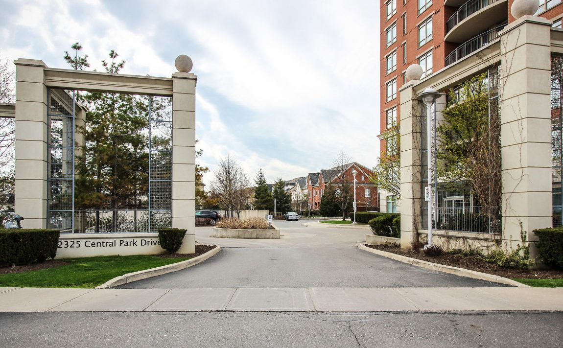 2325-central-park-dr-oakville-condos-for-sale-one-oak-park-ii-condos-entrance