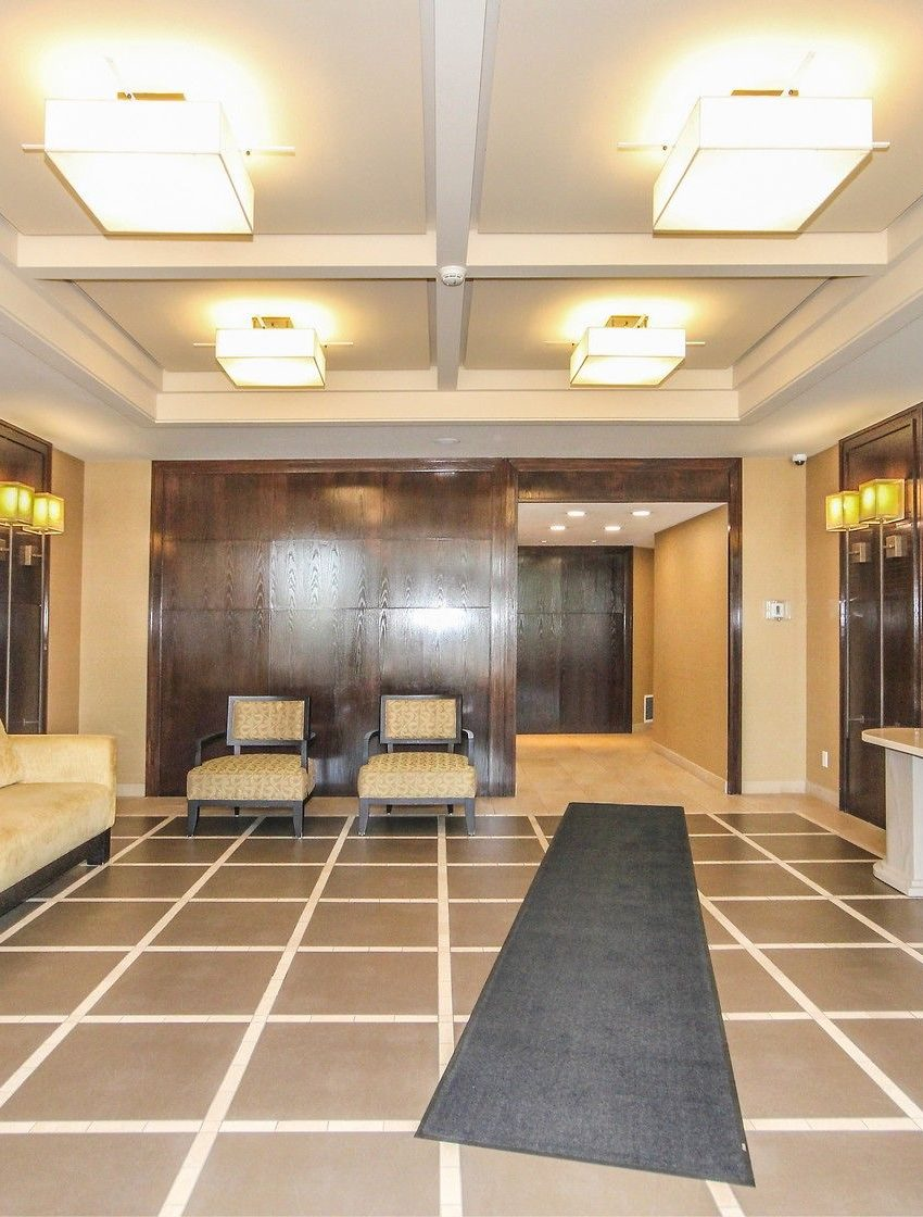 2325-central-park-dr-oakville-condos-for-sale-one-oak-park-ii-condos-lobby-2