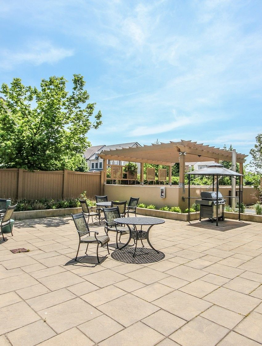 2325-central-park-dr-oakville-condos-for-sale-one-oak-park-ii-condos-outdoor-terrace-bbq