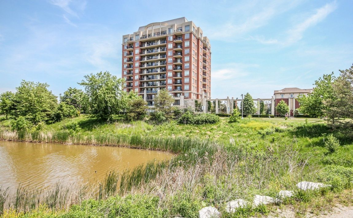 2325-central-park-dr-oakville-condos-for-sale-one-oak-park-ii-condos-park-area-4