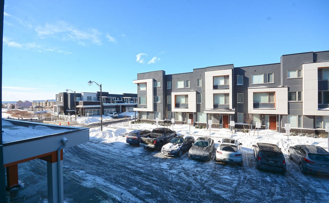 3028-creekshore-commons-oakville-condos-for-sale-area-2