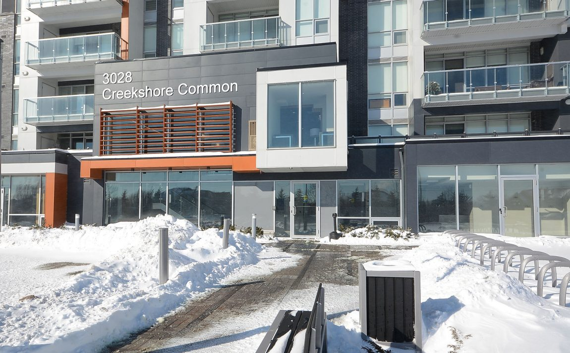 3028-creekshore-commons-oakville-condos-for-sale-front-entrance