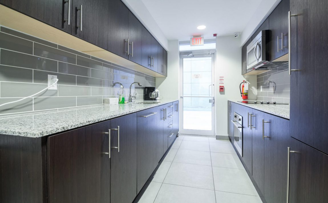 5-hanna-ave-toronto-lofts-for-sale-liberty-market-lofts-amenities-party-room-kitchen