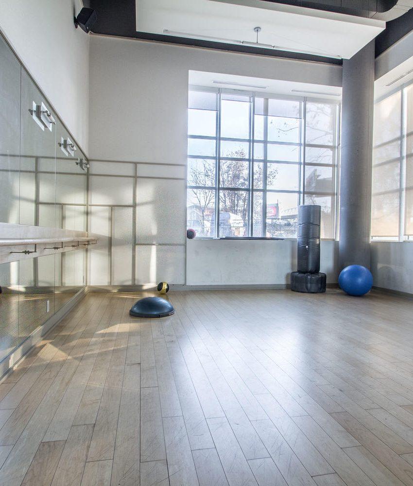 5-hanna-ave-toronto-lofts-for-sale-liberty-market-lofts-amenities-yoga-studio