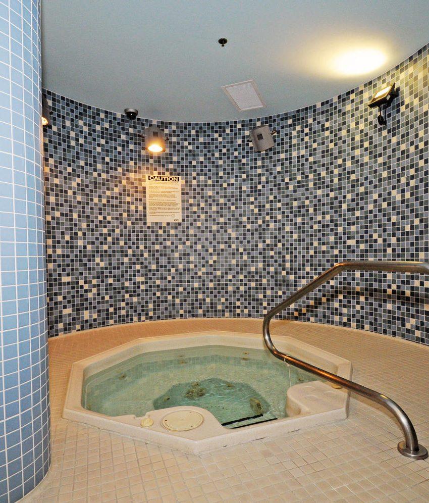 50-lynn-williams-st-condos-liberty-village-condos-toronto-hot-tub
