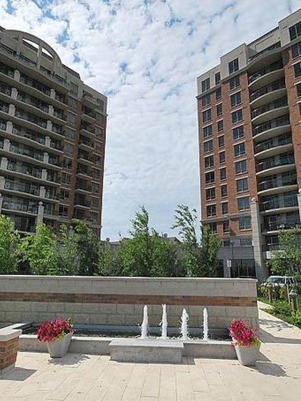 Oak Park Condos-2379 Central Park Dr-Exterior