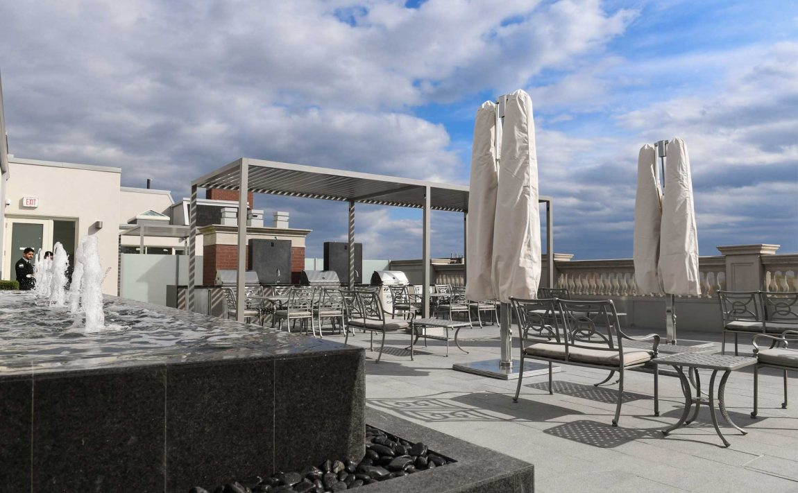 randall-residences-300-randall-st-oakville-condos-rooftop-terrace