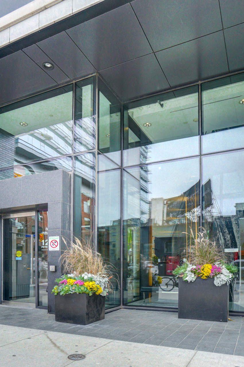 125-peter-st-condos-tableau-condos-toronto-front-entrance