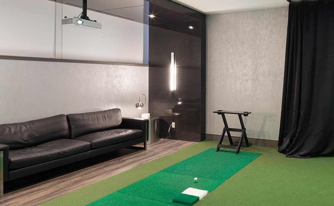 290-adelaide-st-w-toronto-bond-condos-for-sale-amenities-putting-green