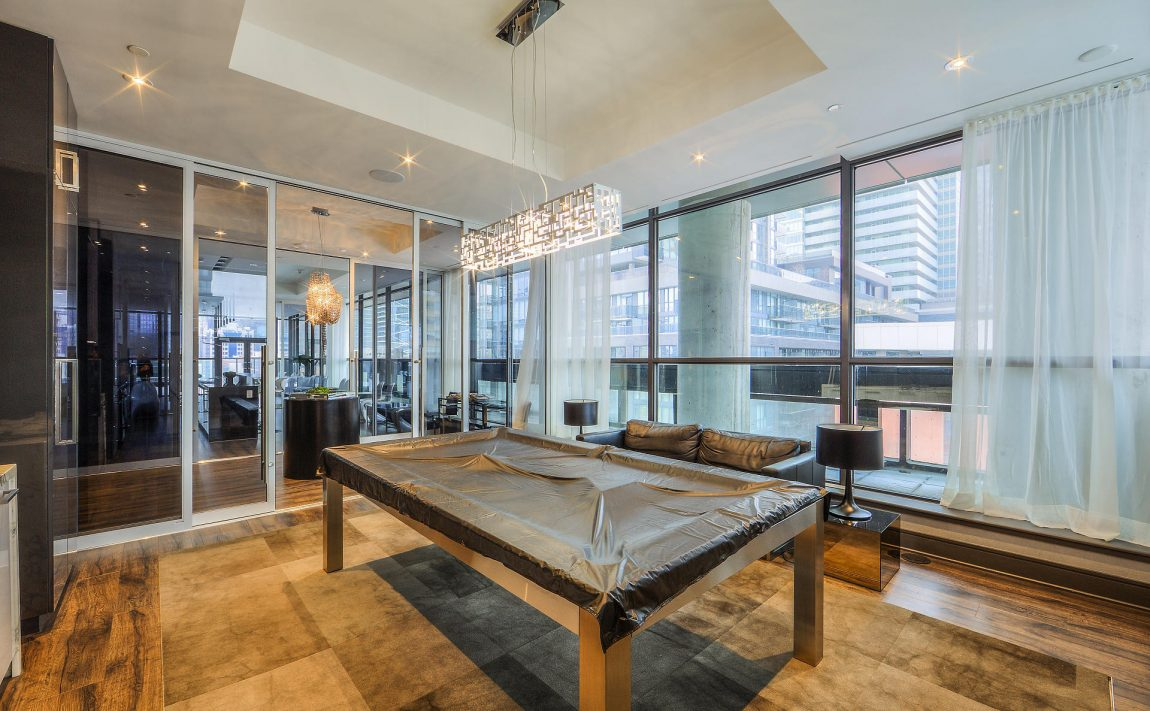 290-adelaide-st-w-toronto-bond-condos-for-sale-billiards