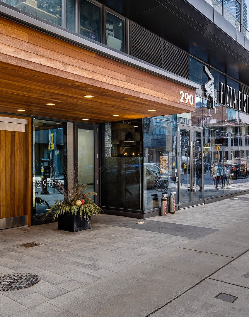 290-adelaide-st-w-toronto-bond-condos-for-sale-front-entrance
