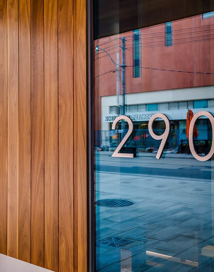 290-adelaide-st-w-toronto-bond-condos-for-sale-king-west-front-entrance