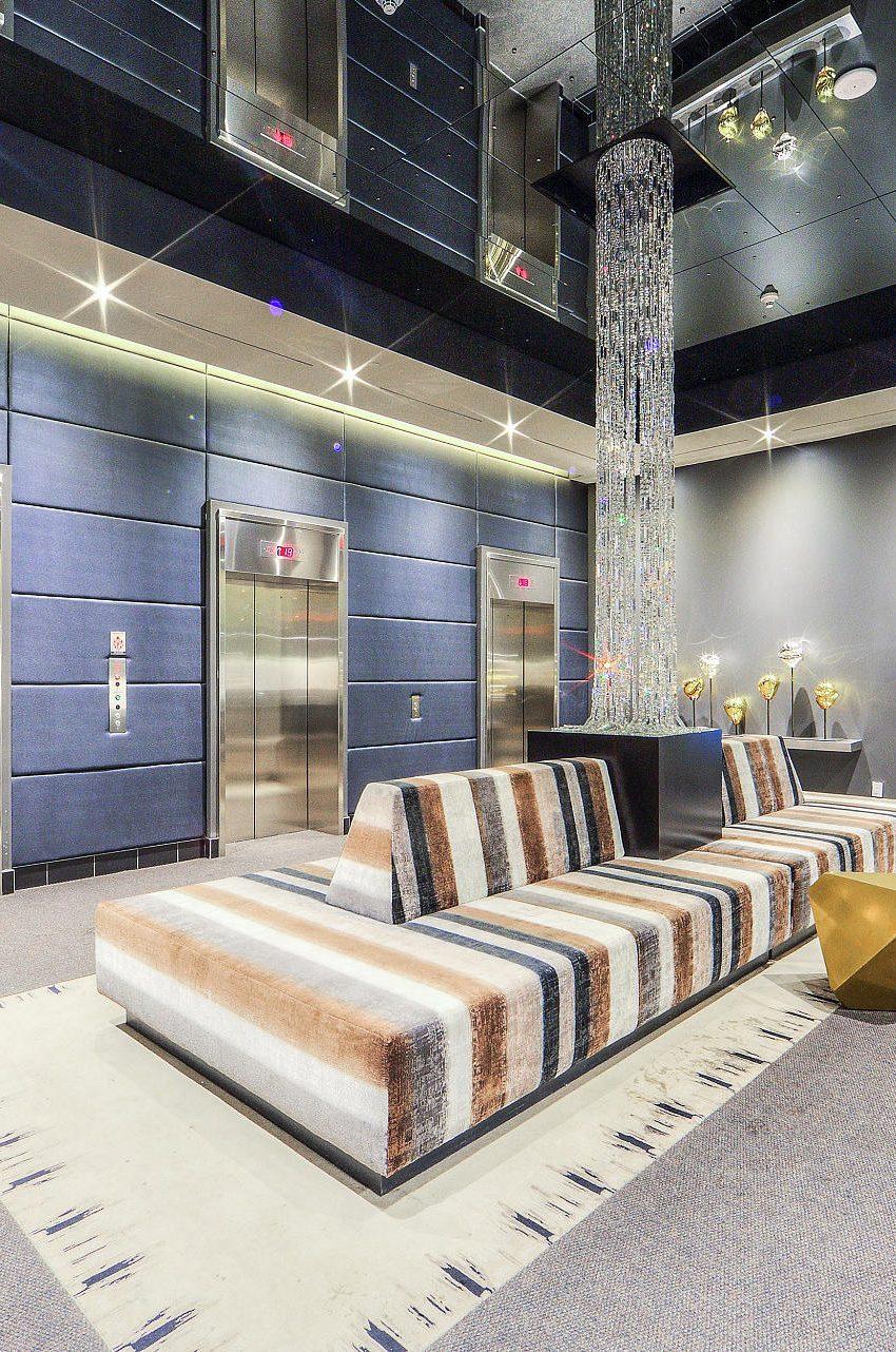 290-adelaide-st-w-toronto-bond-condos-for-sale-lobby