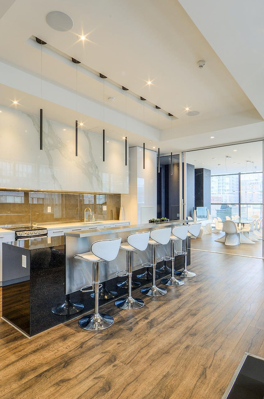 290-adelaide-st-w-toronto-bond-condos-for-sale-party-room-kitchen