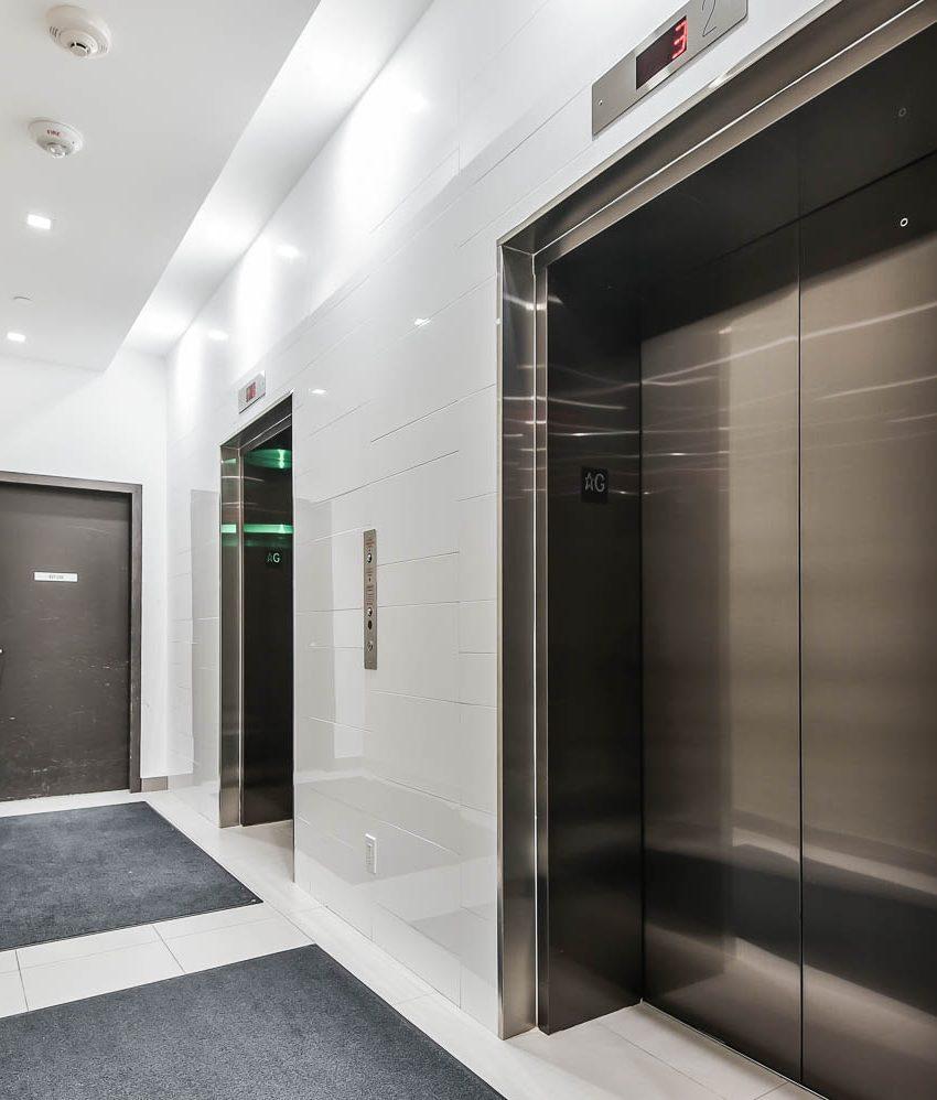 king-charlotte-condos-11-charlotte-st-toronto-elevator-lobby