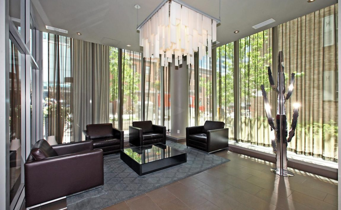 126-simcoe-st-toronto-boutique-ii-condos-for-sale-king-west-lobby