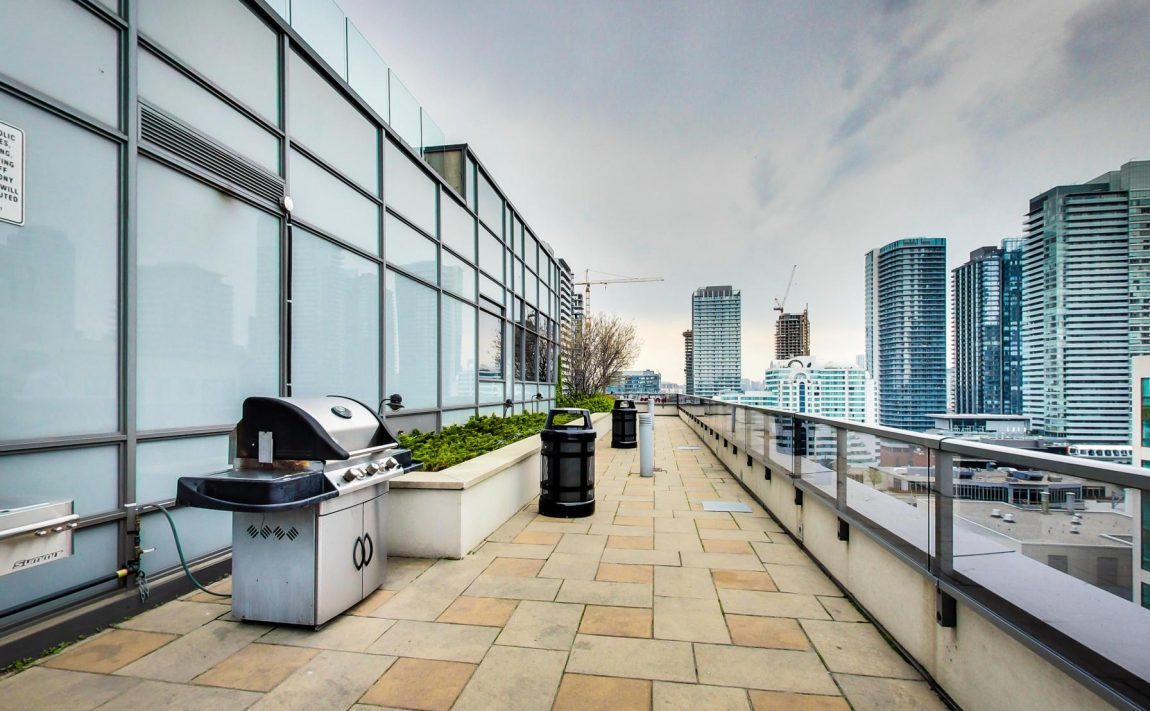 20-blue-jays-way-toronto-king-west-tridel-element-condos-rooftop-terrace-bbq