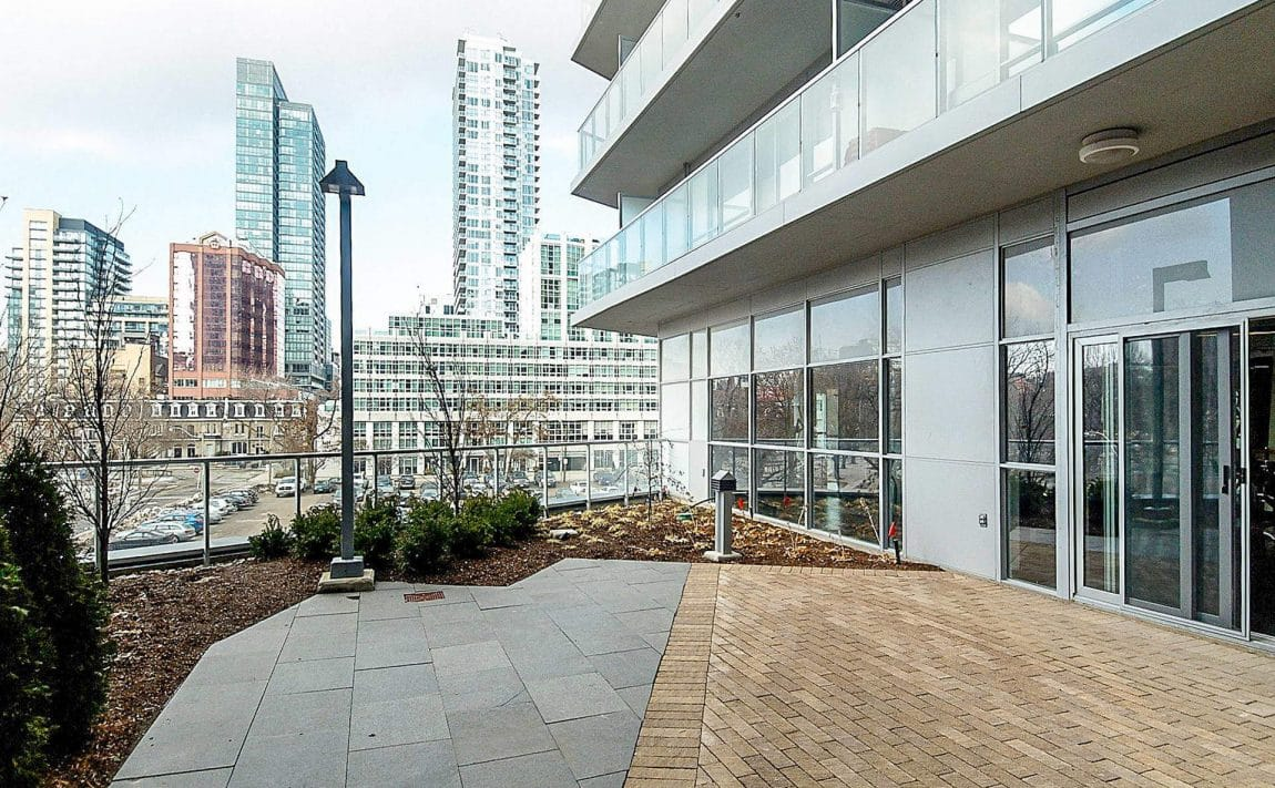 352-front-st-w-fly-condos-king-west-toronto-amenities-outdoor-terrace-2