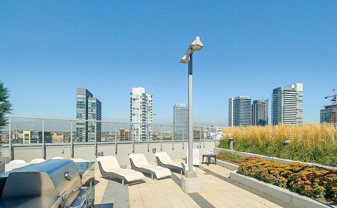 352-front-st-w-fly-condos-king-west-toronto-amenities-rooftop-terrace-bbq