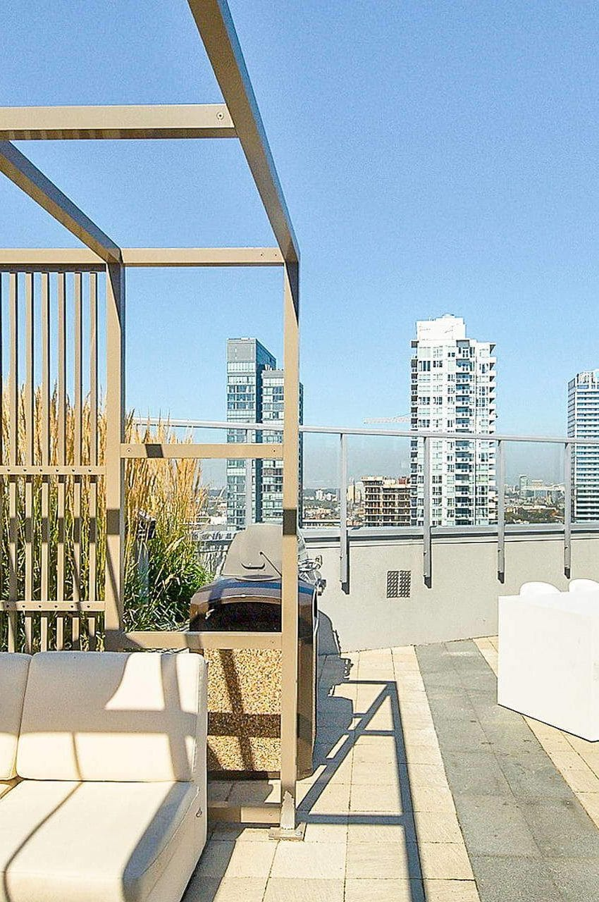 352-front-st-w-fly-condos-king-west-toronto-amenities-rooftop-terrace-downtown-views