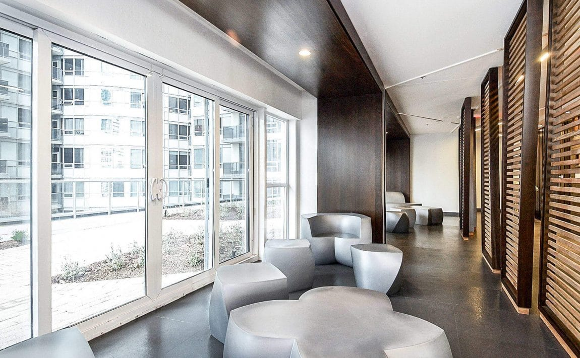 352-front-st-w-fly-condos-king-west-toronto-amenities-sitting-area